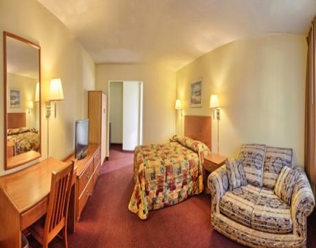 Relax Inn and Suites - Comfortable Guest Rooms in El Cajon
